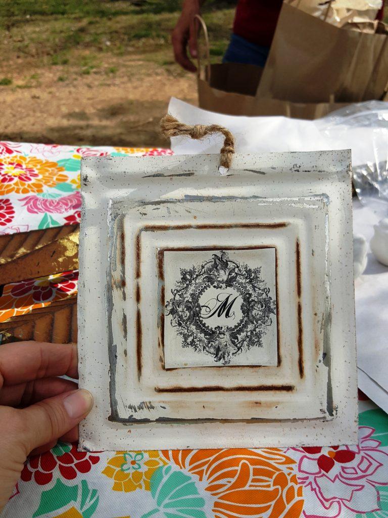 vintage market days - m sign
