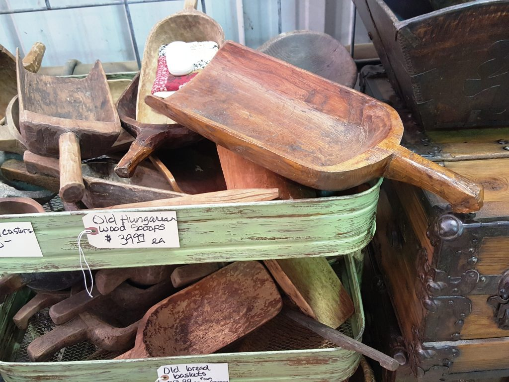 vintage market days - wood scoop